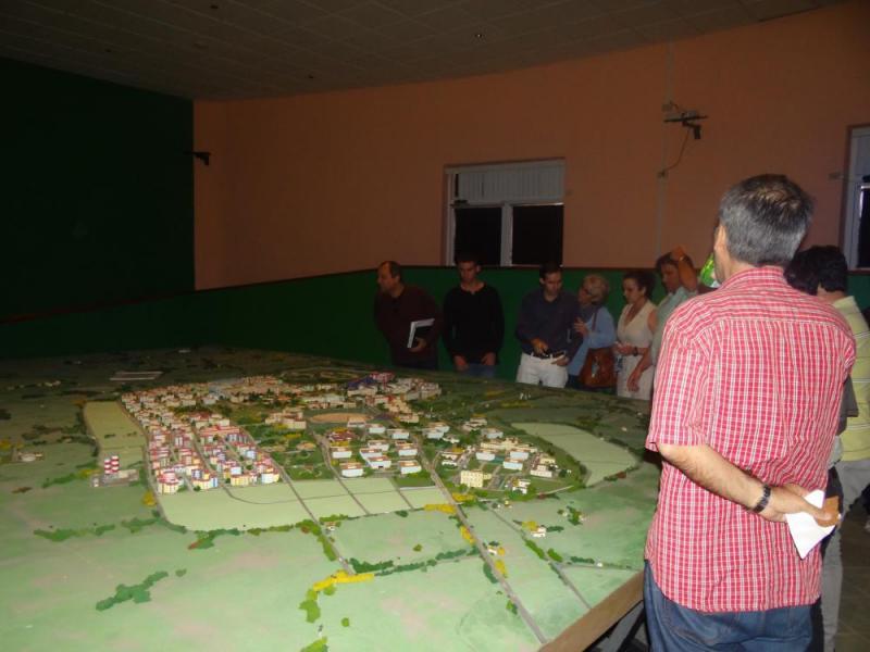 Los especialistas de la Oficina del Historiador de la ciudad de La Habana visitaron la maqueta de la UCI