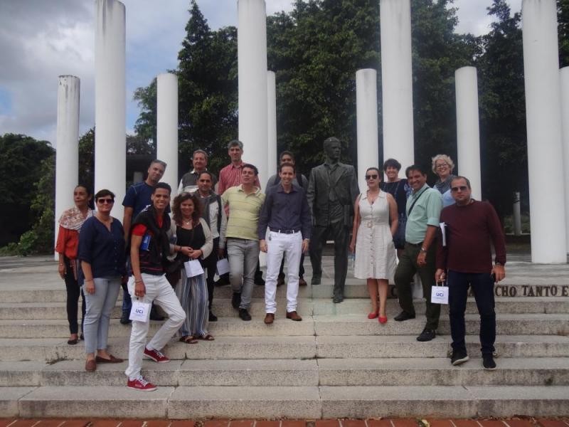 Los especialistas de la Oficina del Historiador de la ciudad de La Habana se tomaron la foto de recuerdo del encuentro