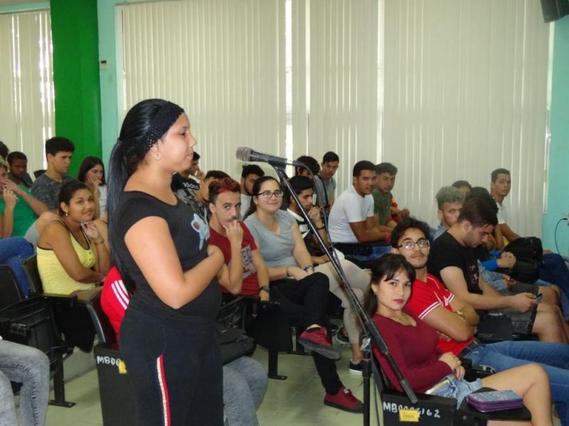 Intercambio de estudiantes de primer año de la Facultad 3 con el Rector de la UCI.