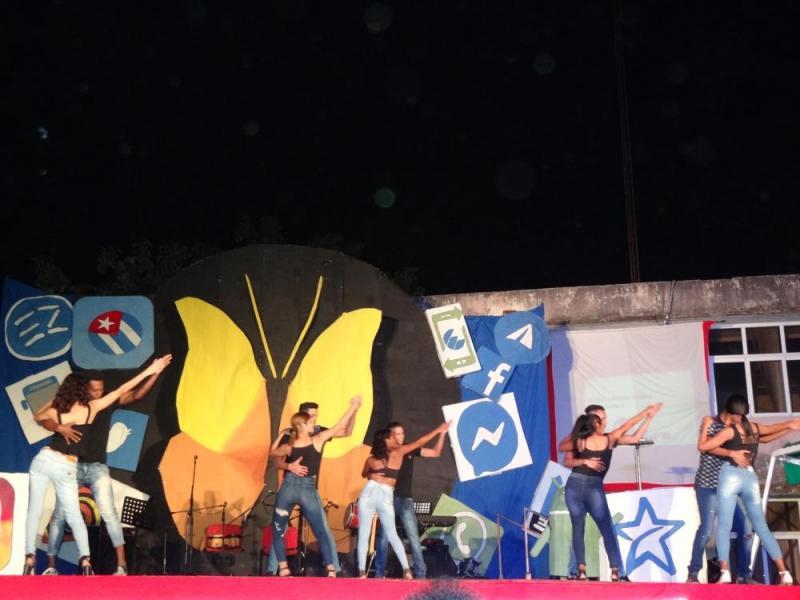 La kizomba urbana incitó al público a bailar.