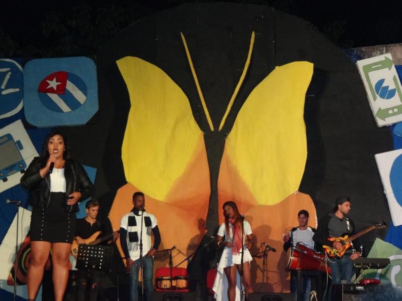 "Rachel Aridis Santovenia Pérez cantó el guaguancó ""Alcé mi voz""."
