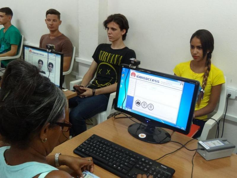 En las aulas de Gastex le fueron tomados los datos primarios a los de nuevo ingreso.