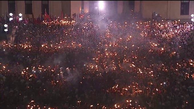 Los jóvenes de la Universidad participaron masivamente en la Marcha de las Antorchas.