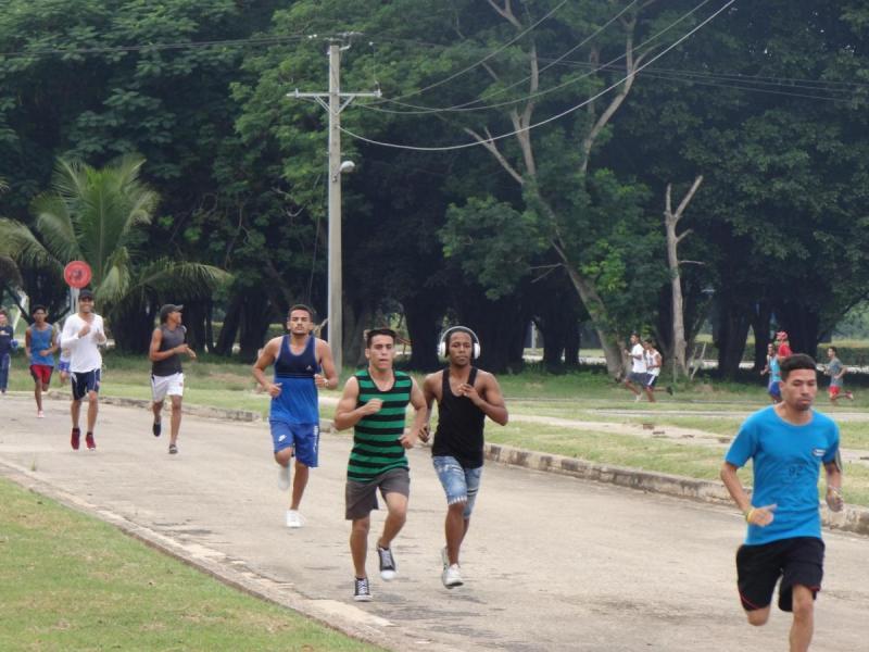 Los maratonistas recorrieron unos 2 km por los alrededores de la Universidad.