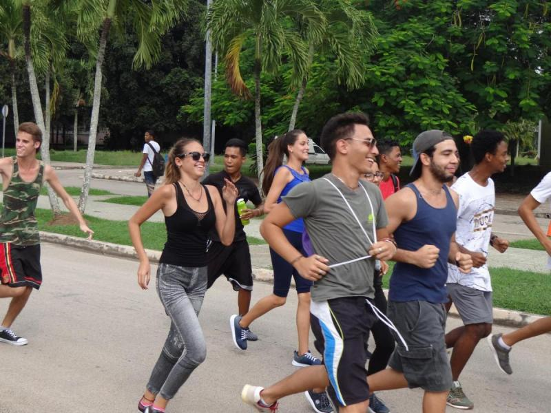El ejercicio físico impulsa también la amistad, la alegría, la educación de nuestros universitarios.