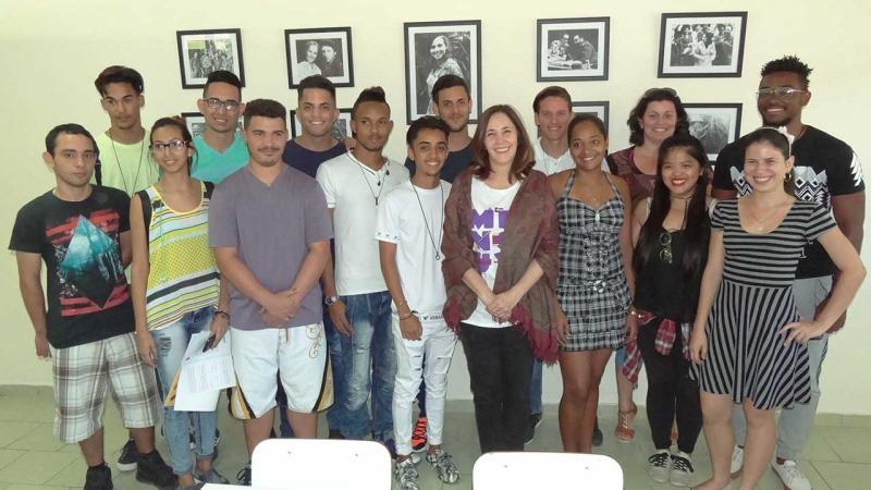 Mariela Castro, junto a los estudiantes de segundo año de la Facultad 1, en la Cátedra que también es su aula de clases.