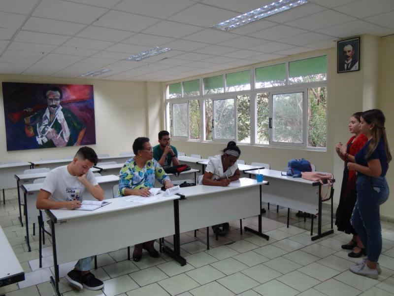 Trabajo en comisiones del Seminario Juvenil de Estudios Martianos.