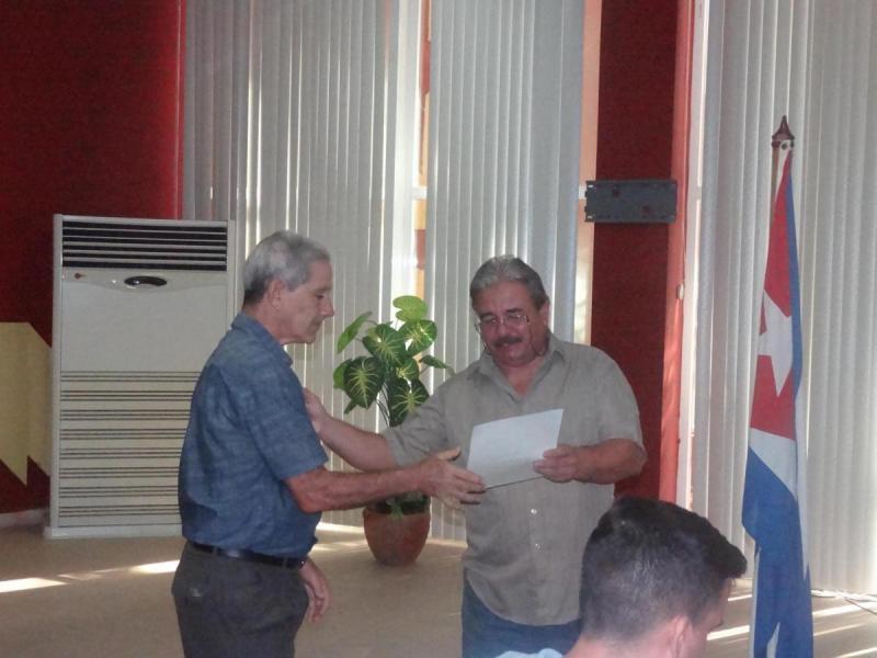 Honor a quien honor merece. Recibe reconocimiento el Dr.C. Tito Díaz Bravo, profesor vinculado a las matemáticas y la investigación del Centro de Innovación y Calidad de la Educación (Cice) de la UCI.