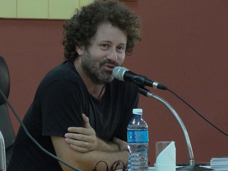 El cantautor Raúl Paz tuvo a su cargo la presentación del libro.