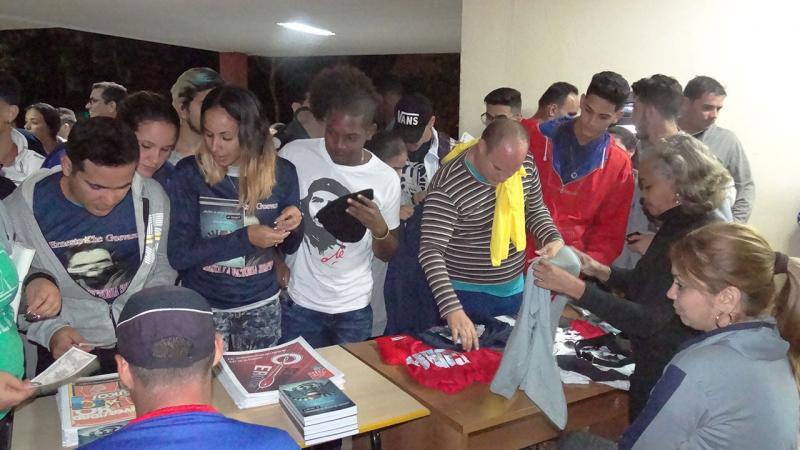 Venta de libros, revistas y souvenirs para la comunidad universitaria