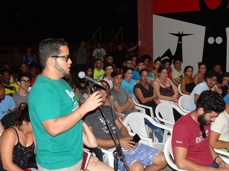 Los jóvenes allí presentes intercambiaron sobre las experiencias y anécdotas narradas por los invitados.