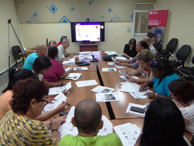 A British methodology for teaching English is learned by Cuban university professors