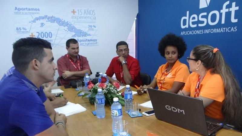 Encuentro de trabajo entre la UCI y Desoft para abordar la cooperación en áreas de interés mutuo.