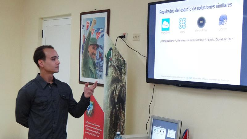 """Daniel Alejandro Rodríguez Caballero defended the thesis: """"Aplicación móvil para la autenticación con servidor proxy web en NovaDroid""""."""