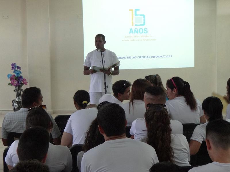 Bienvenido Roque Orfe uno de los mejores graduados de la Facultad 2, agradeció a la UCI y a la Revolución por todas las enseñanzas durante estos años de estudio.