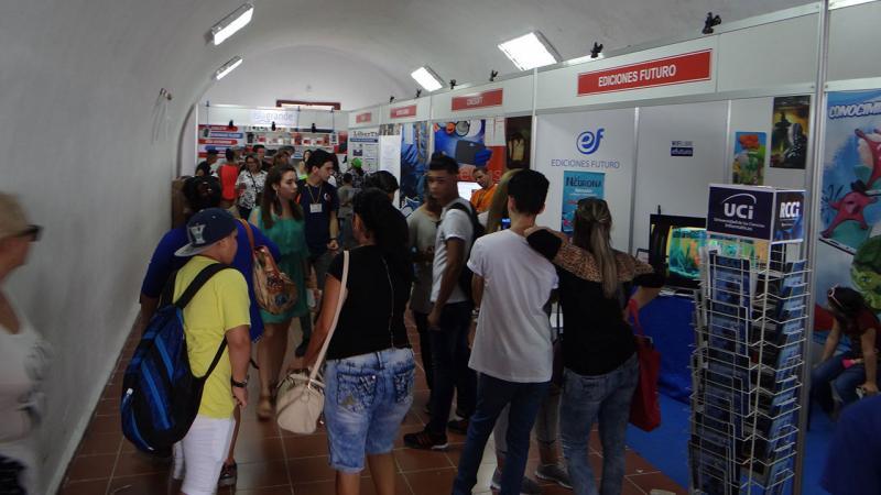 Ediciones Futuro expone sus publicaciones en la Feria del Libro.