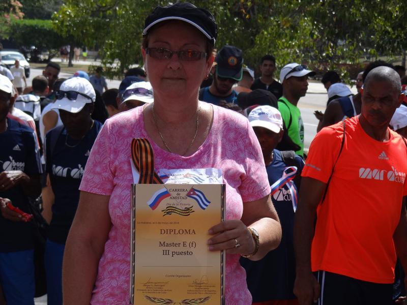 María Teresa Pérez Pino representando al Centro de Innovación y Calidad en la Educación obtuvo el tercer lugar en el apartado Máster E.