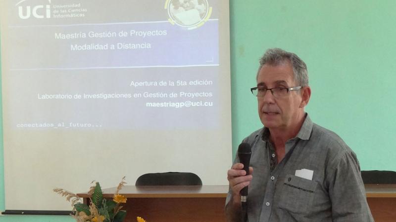 El Dr.C. Guillermo Bernaza Rodríguez, asesor de posgrado del MES, felicitó a la UCI por el esfuerzo para llevar a cabo el primer programa académico de posgrado en la modalidad a Distancia.