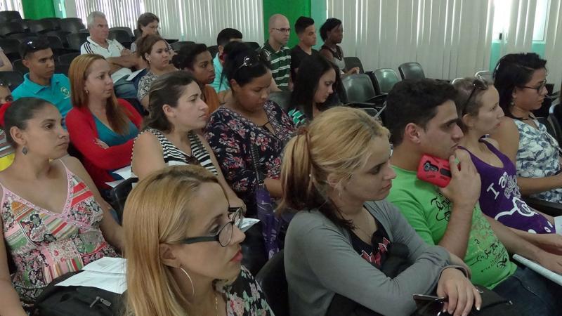 Estudiantes y profesores vinculados a la Maestría en Gestión de Proyectos a Distancia.