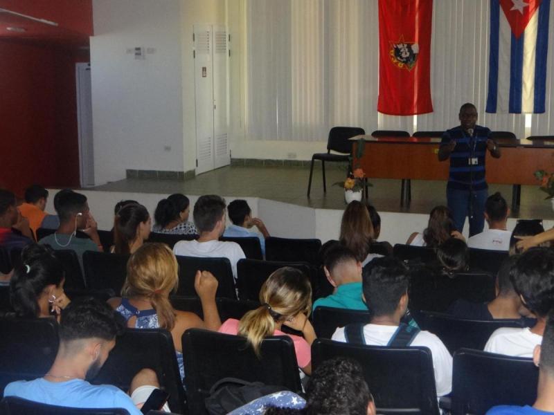 La conferencia dictada por el Secretario del Comité del Partido en la UCI, MSc. Silvano Merced Len, reseñó los diversos proyectos de subversión creados por Estados Unidos contra Cuba.