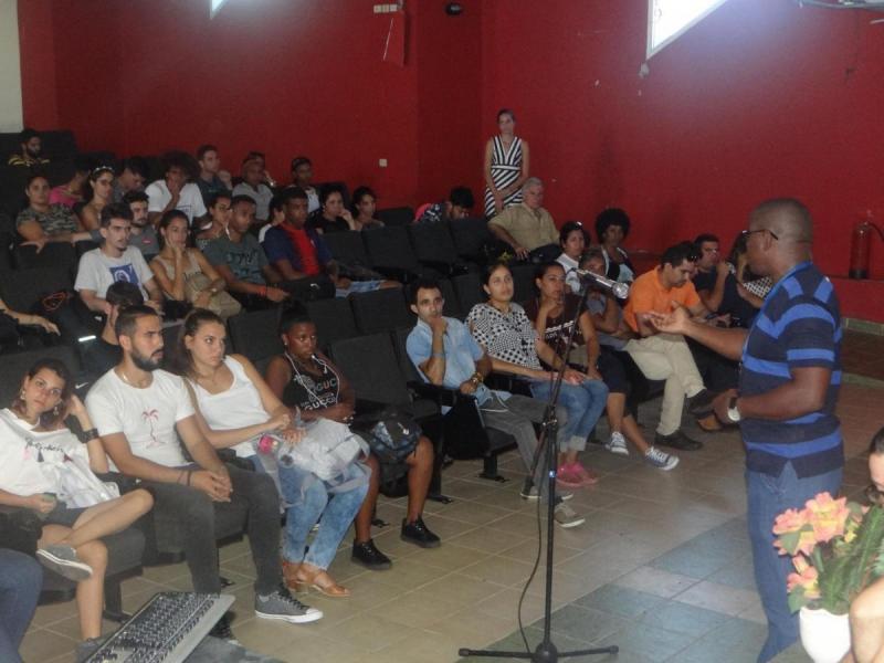Merced Len exhortó a los jóvenes a sumarse a las redes sociales en combate contra la campaña mediática hacia Cuba y la defensa de la nación y el futuro de nuestros hijos.