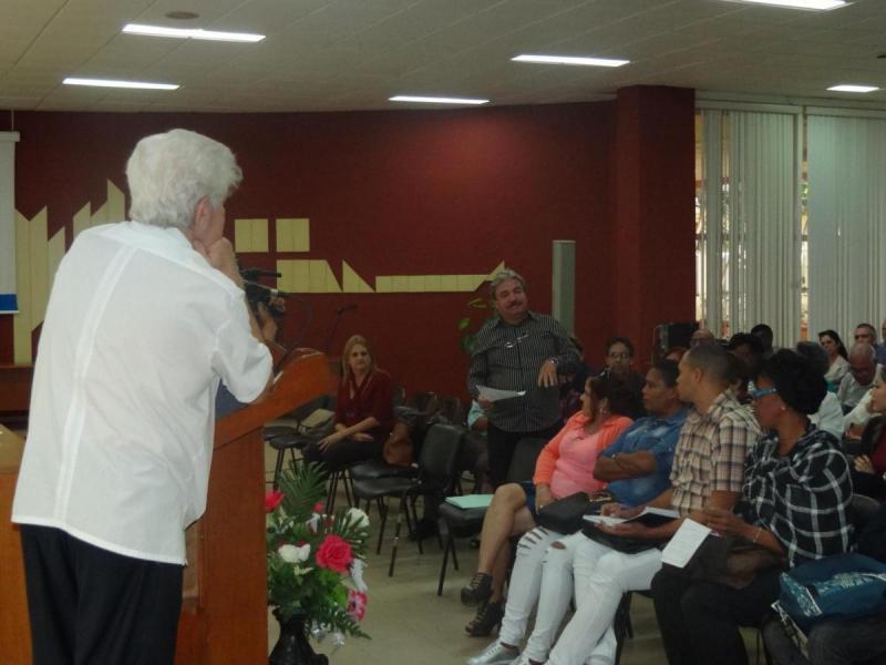 Los delegados participantes en Redincitec 2019 tuvieron la oportunidad de intercambiar ideas con el destacado profesor Dr.C. José Luis García Cuevas.