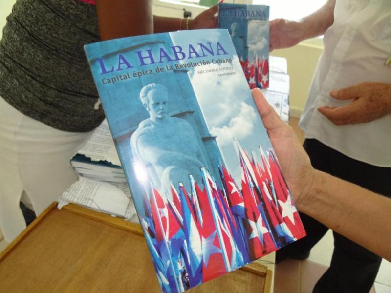 """El libro """"La Habana, capital épica de la Revolución Cubana"""" fue escrito por el investigador cubano Abel Enrique González Santamaría. Puede adquirirse a un precio de 15 pesos en moneda nacional."""