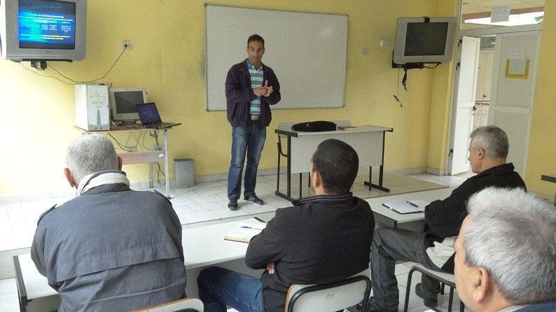 El MSc. Yusniel Hidalgo Delgado preparó una clase de Programación.