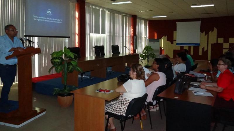"""Conferencia inaugural """"Presentación del Plan de estudios E de la carrera de Ingeniería en Ciencias Informáticas"""" por el Dr. C José Ortiz Rojas."""