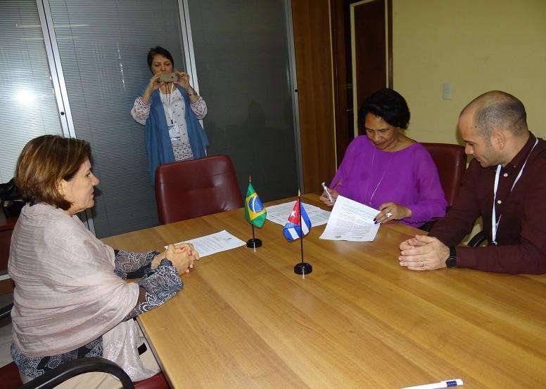La rectora de la institución brasileña expresó en el intercambio sentirse muy feliz con este acuerdo porque extender lazos colaborativos con América Latina y el Caribe es una de las principales proyecciones de su Universidad.