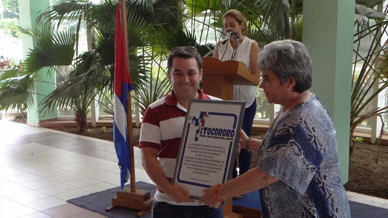Entregan Premio iTocororo al grupo de trabajadores y estudiantes de la Facultad 3 que desarrolló el Sistema de Gestión para la Fiscalía General de la República de Cuba.