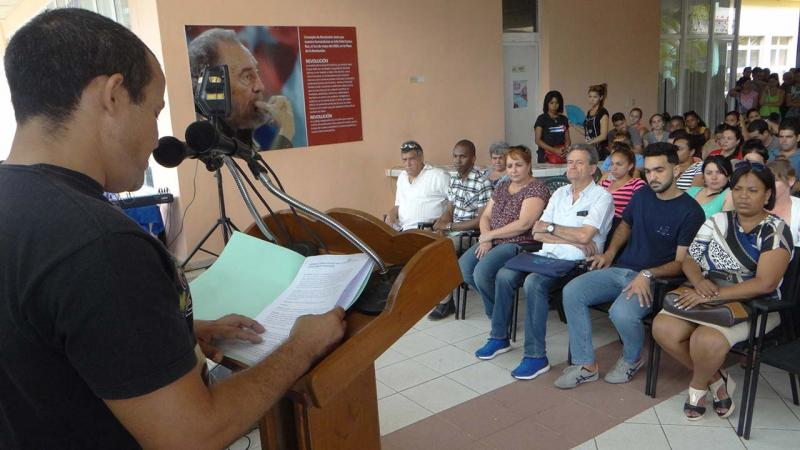 Reopening ceremony of a room to honor Ernesto Che Guevara in School Building 2