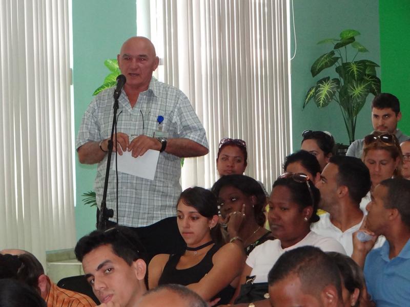 Participantes realizan sus planteamientos en Balance Sindical UCI