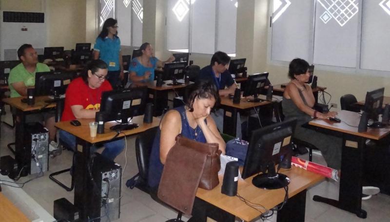 Taller sobre la resolución de problemas de matemática recreativa con TAC, impartido por Juddy Amparo Valderrama Moreno y Daniel Moreno Caicedo.