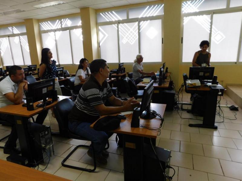 Taller sobre el uso del software geogebra para favorecer el aprendisaje de los estudiantes en la asignatura de cálculo vectorial, impartido por Valeria Cely y Carolina Rojas.