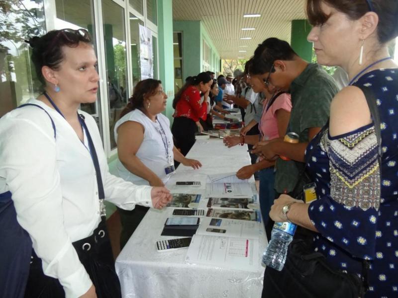 Presentación de libros, revistas y materiales didácticos.