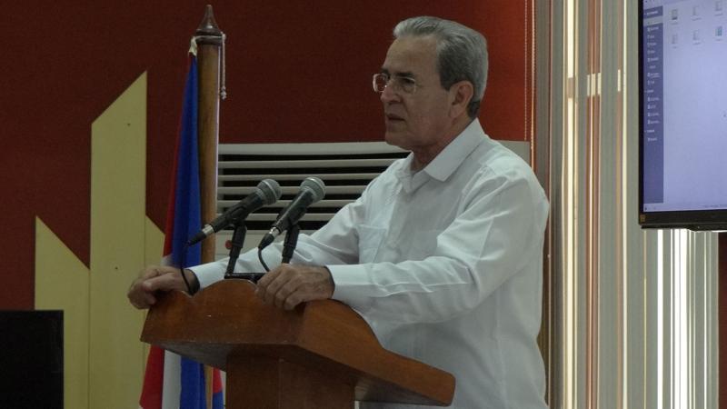 El ministro de Educación Superior en Cuba, José Ramón Saborido Loidi, elogia la trascendencia de Uciencia 2018 y reconoce labor solidaria del Profesor Titular de la Universidad de Granada, Daniel Linares Girela.