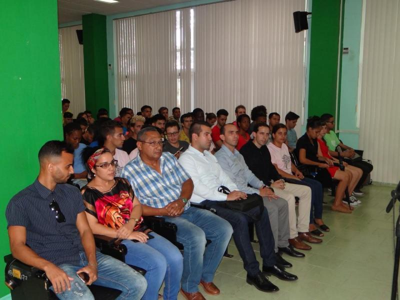 En la inauguración estaban presentes, el Dr.C. José Ortiz Rojas, director de Formación de Pregrado; la Ing. Arlety Sánchez Santo, secretaria de la Unión de Jóvenes Comunistas en la UCI; miembros del Consejo Universitario; y trabajadores de la empresa Huawei.
