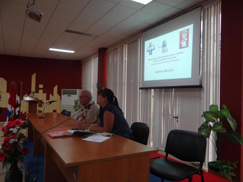 El Dr.C. Jorge Sergio Menéndez Pérez, profesor del Departamento de Enseñanza Militar, y Sigrid Medina, funcionaria del Comité Provincial del Partido en La Habana.