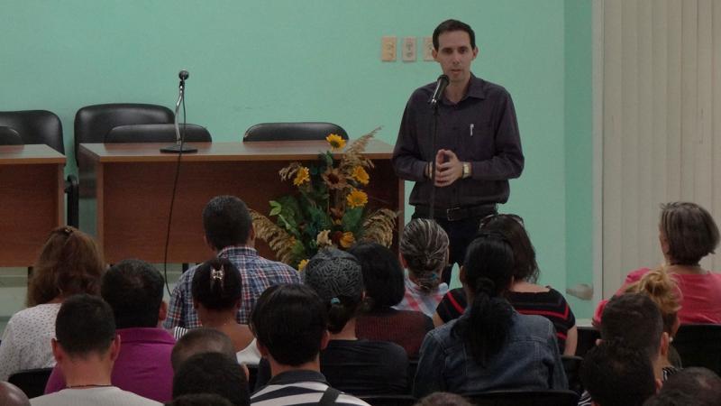 El Dr.C. Raydel Montesino Perurena, vicerrector primero de la UCI, dio la bienvenida a los asistentes al VI Concentrado del Doctorado en Informática.