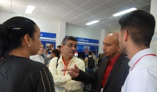 La agenda de los visitantes contempló una visita al Salón de Exposiciones de Aplicaciones y Sistemas Informáticos.