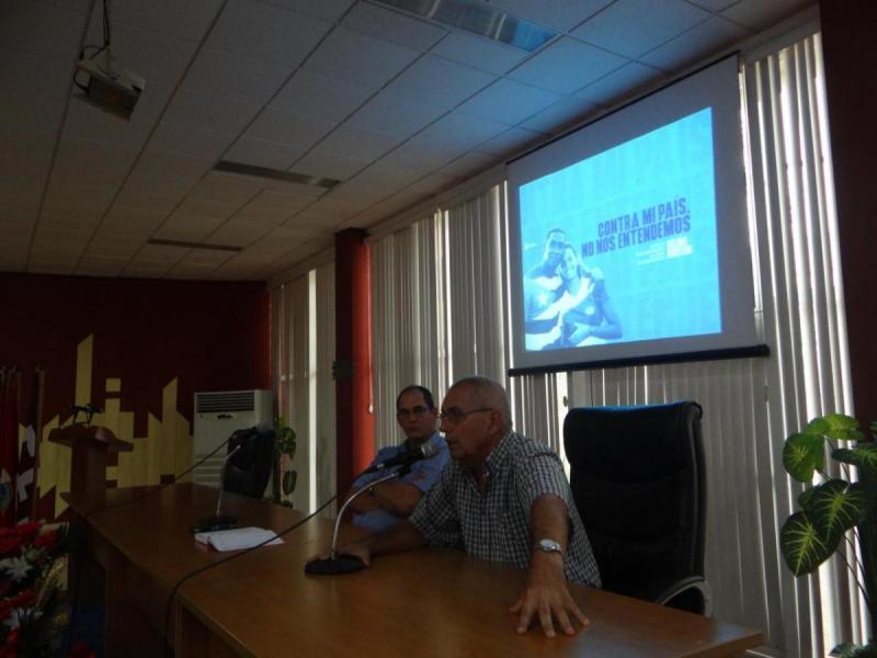 Dr.C. Jorge Sergio Menéndez Pérez y Waldo Barrera Martínez en audiencia en contra de la Ley Helms Burton.