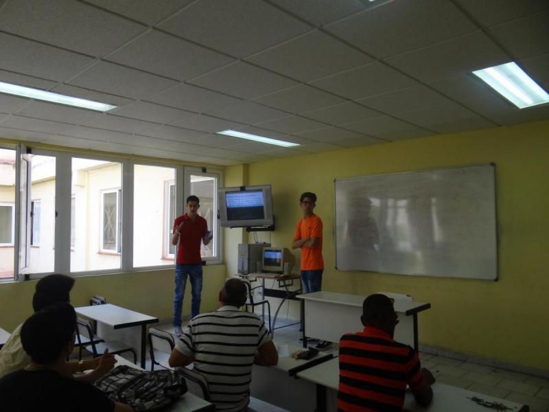 Presentación de ponencia en el trabajo en comisiones.