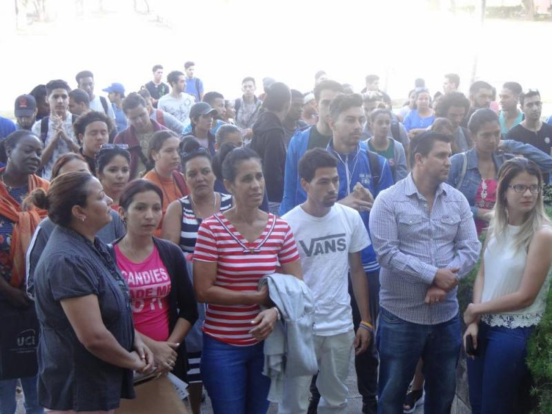 """Público asistente a la premiación del concurso """"Por ella"""""""