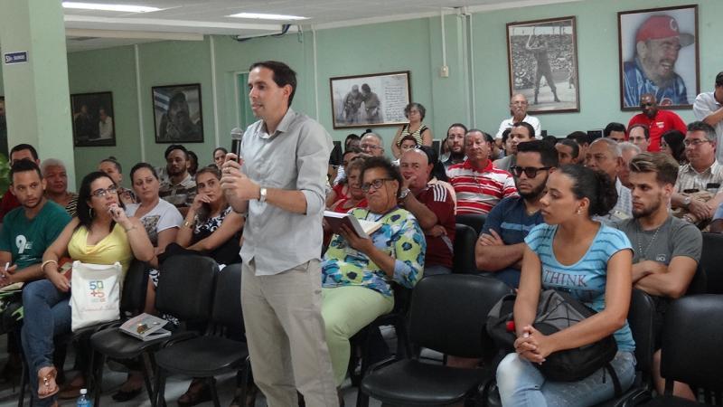 El Dr.C. Raydel Montesino Perurena, vicerrector primero de la UCI, también participó en el intercambio y se interesó por la opinión del amigo antimperialista sobre la reciente visita del Presidente de Cuba, Miguel Díaz-Canel Bermúdez, a Estados Unidos.
