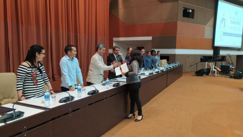 En el contexo del claustro varios profesionales del centro recibieron el título de Profesor Auxiliar.