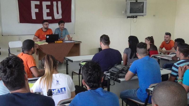 Vanguardia de la FEU en la Universidad debate en Congreso.
