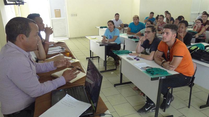 Debate en el taller de Extensión Universitaria y Residencia.
