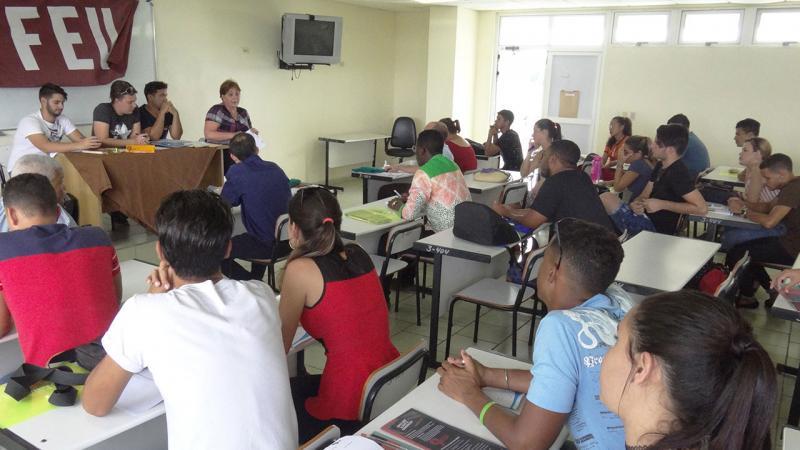 El trabajo en comisiones presidido por miembros del secretariado de la FEU en la Universidad, abrió el debate este miécoles.