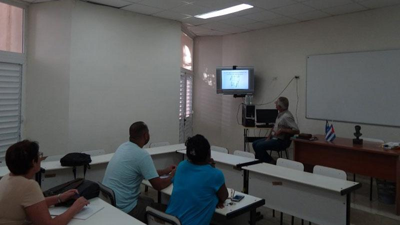 Identification and stimulation of scientific thought is the name of the course taught by Dr.Sc. Manuel Villanueva.